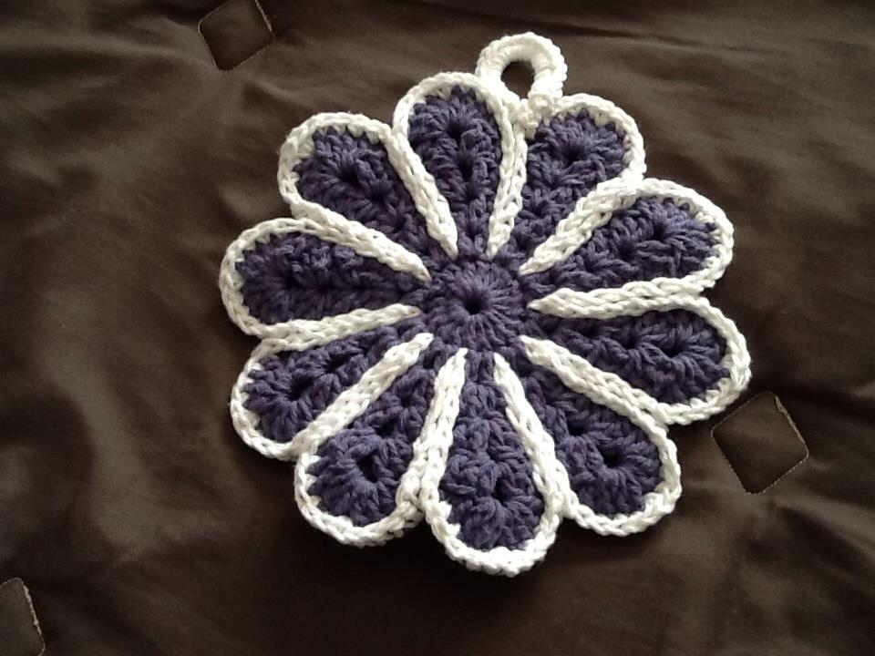 Daisey Pot Holder or Hot Pad